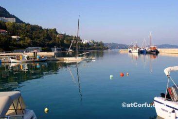 Benitses, der Hafen