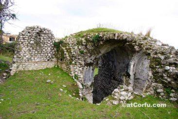 Benitses, römische Bäder Reste