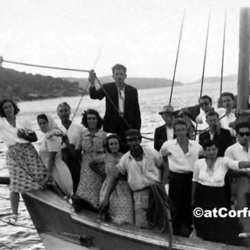 Benitses - Boot mit Gästen vom Festland für einen Ausflug um 1950