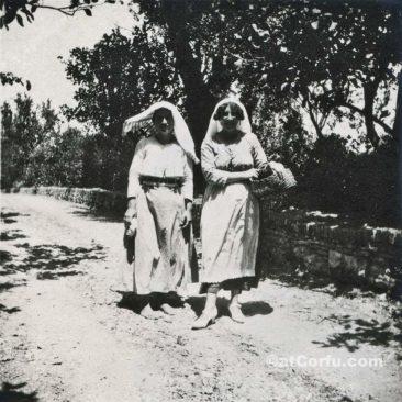 Benitses - Dienerinen in San Stefano Haus-1927