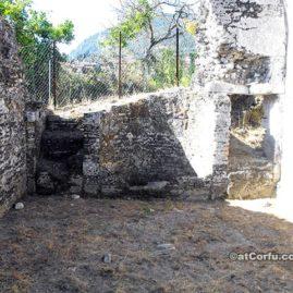 Benitses Korfu-Römische Bäder Ost Zimmer Boden
