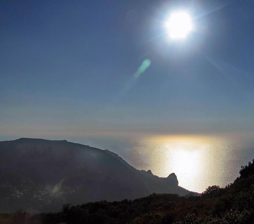 Von der Spitze von Agioi Deka Blick auf Westküste