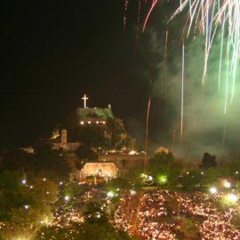 Geschossen vom Feuerwerk auf Ostern in Korfu