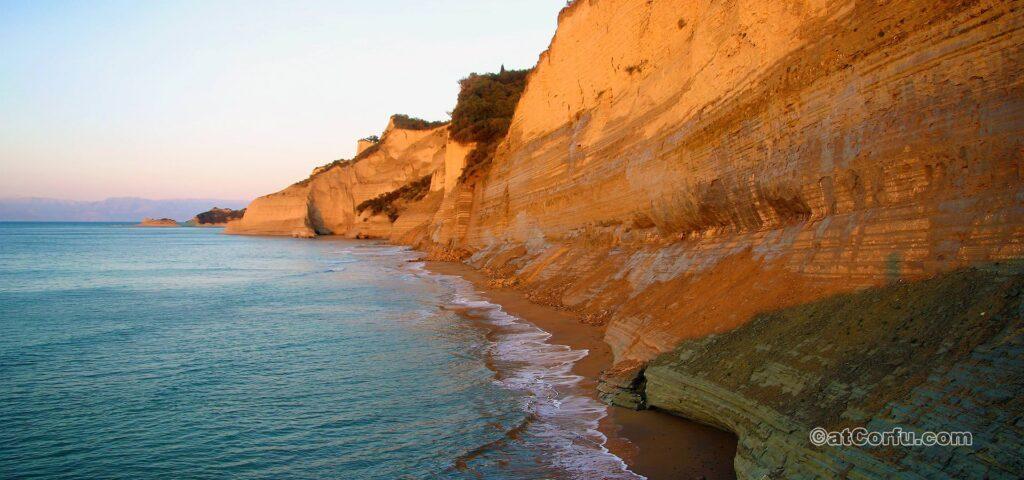 Loggas wilder Strand in Peroulades Korfu