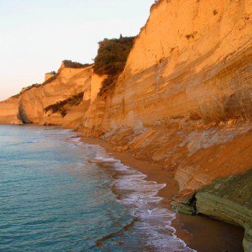 Loggas wilden Strand in Peroulades Korfu