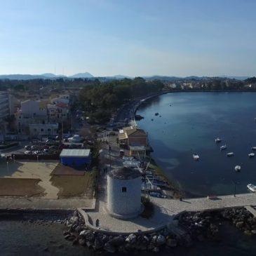 Fliegen über Anemomylos Garitsa in Korfu