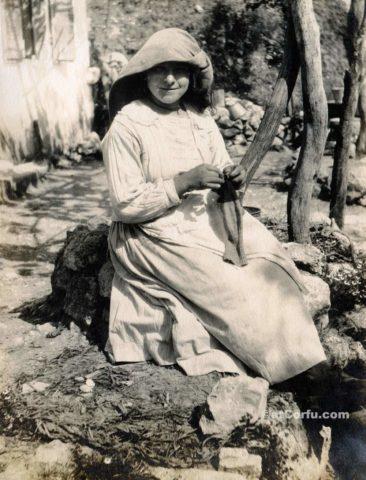 Παλιές φωτογραφίες της Κέρκυρας- κορίτσι το 1920