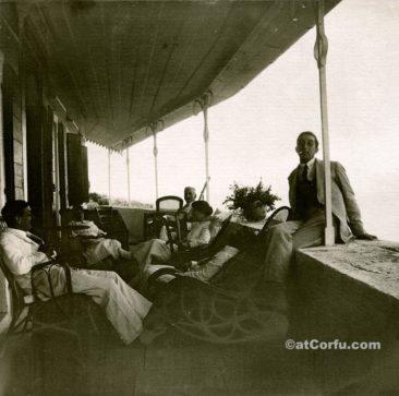 Μπενίτσες - οικογένεια Μάνεση στον Άγιο Στέφανο το 1915