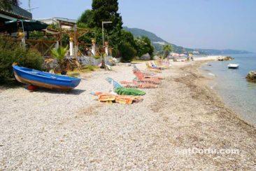 Μπενίτσες - παραλία στα χοντράκια
