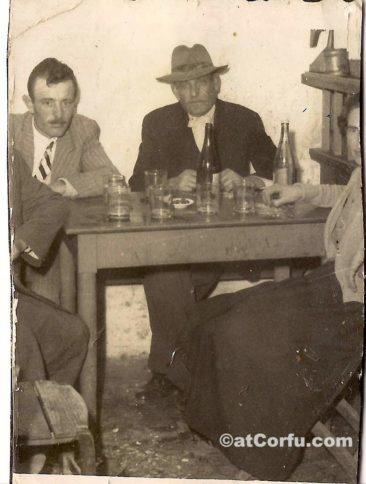 Μπενίτσες - Νιόνιος στο καφενείο της Αμαλίας