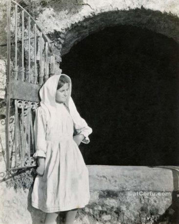 Παλιές φωτογραφίες της Κέρκυρας- κορίτσι το 1913