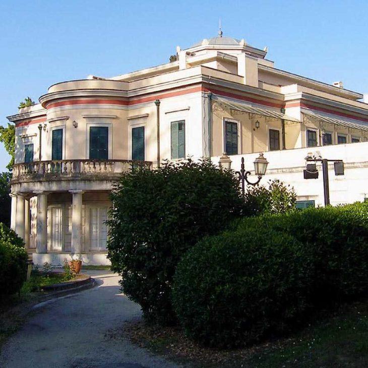 Το Παλάτι Mon Repos στην Παλαιόπολη της Κέρκυρας