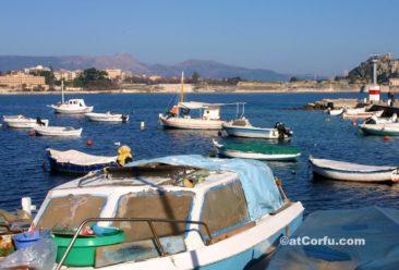 Κέρκυρα φωτογραφίες - λιμάνι Μαντράκι στο παλιό φρούριο