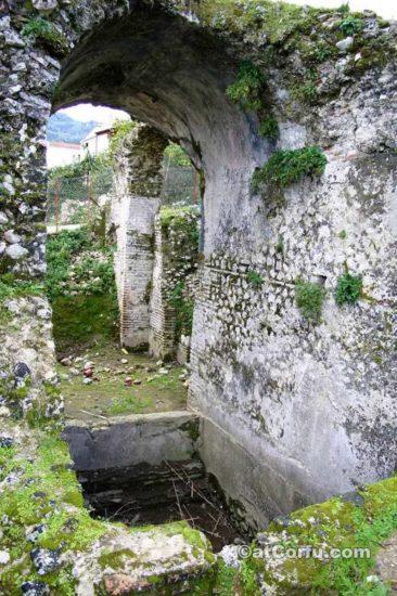 Μπενίτσες, τα Ρωμαϊκά λουτρά
