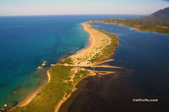 Κέρκυρα- παραλία Χαλικούνα και λίμνη Κορισσίων