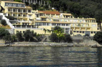 ξενοδοχείο Ελ Γκρέκο στις Μπενίτσες - όπως φαίνεται από παραλία