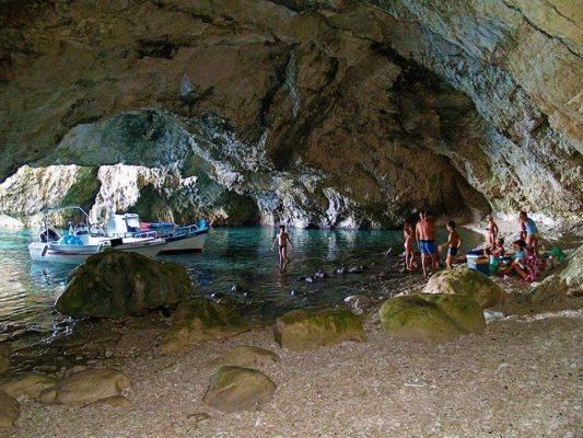 Σπηλιά της Καλυψώς στους Οθωνούς