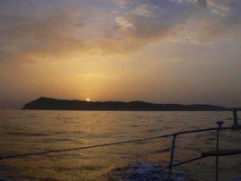 ηλιοβασίλεμα πίσω από την Ερείκουσσα