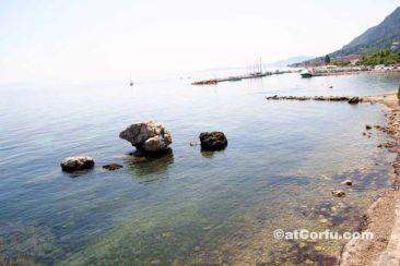 Benitses, Laopetra