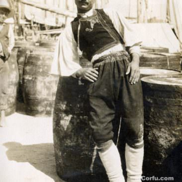 Corfu old photos-worker in the port