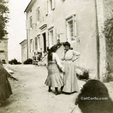 Benitses - servants at San Stefano house-1910