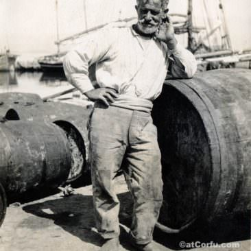 Corfu old photos-worker in the port 1920
