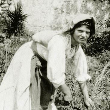 Corfu old photos-working women in the land 1930