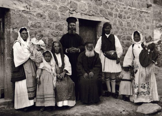 1913 hthe family of a priest in Gemeno of Korinth