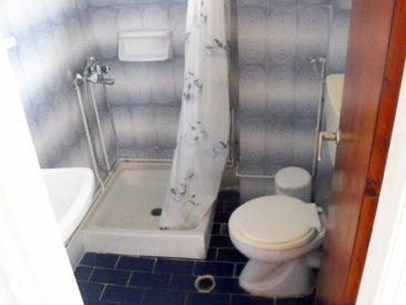El Greco hotel in Benitses - bathroom