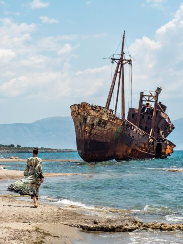 A shipwreck on the beach